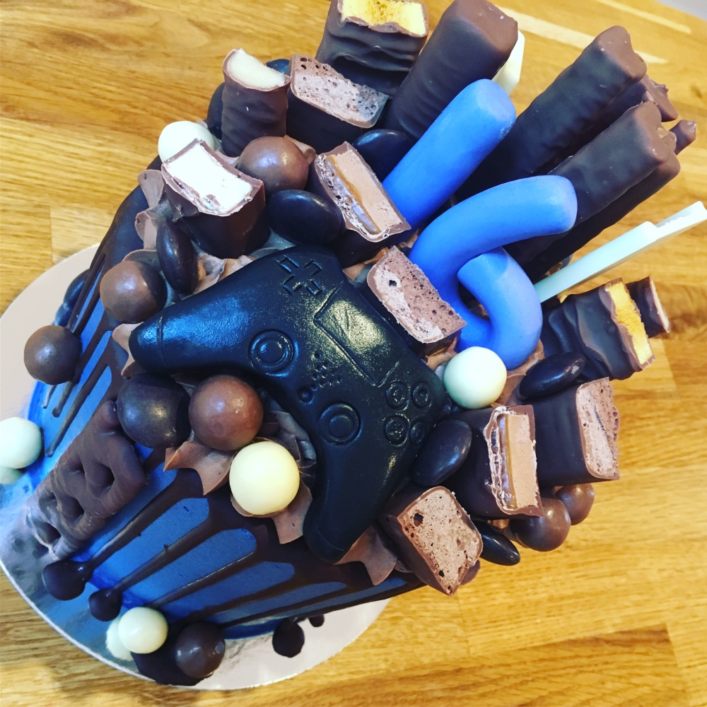 chocolate laoded gamer blue age drip cake 2