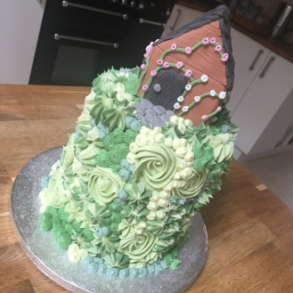 Green Flower Cake with Cottage 1