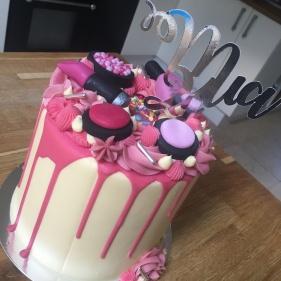 Make Up Drip Cake